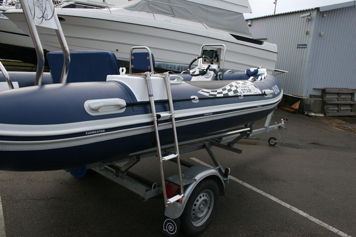 Side boarding ladder